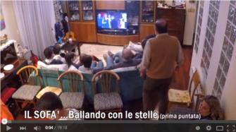 yt la tv sul sofa
